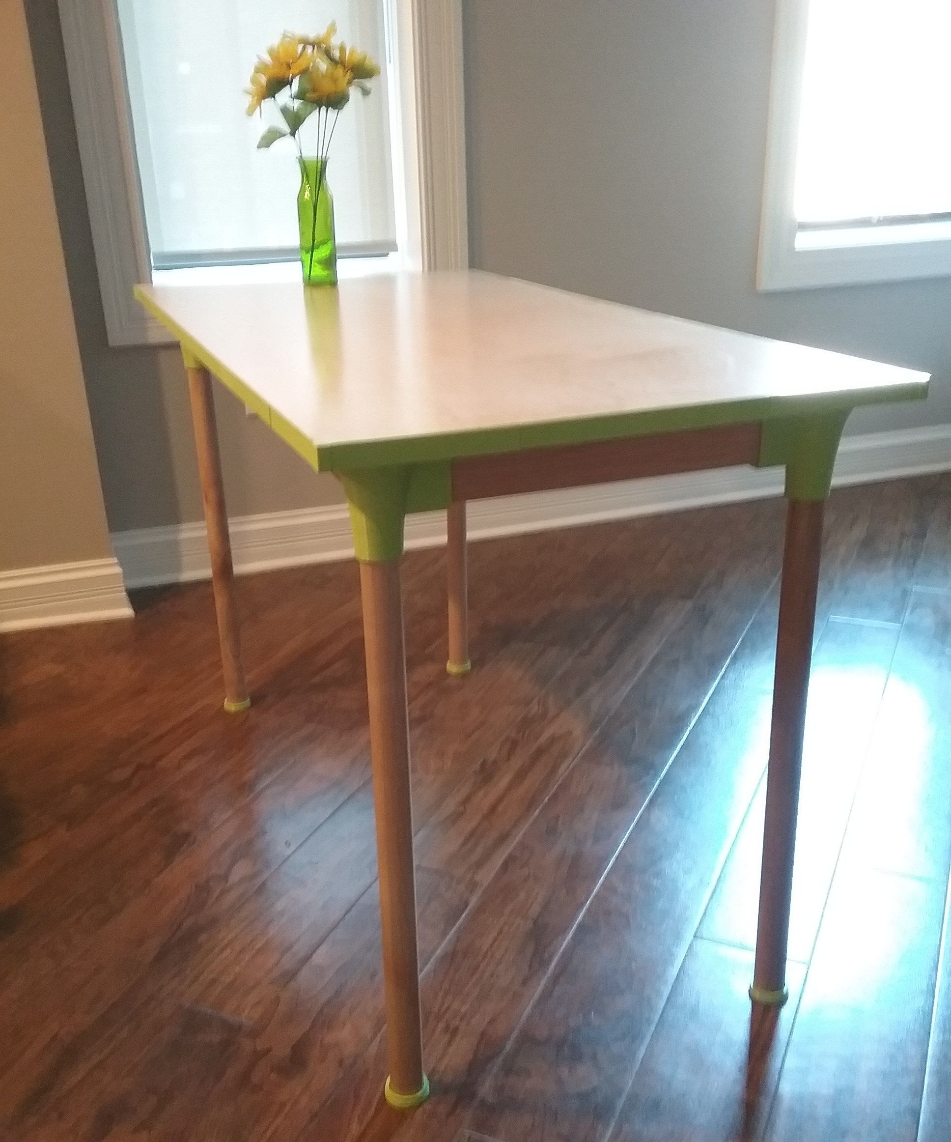 Dining table with 3D printable parts